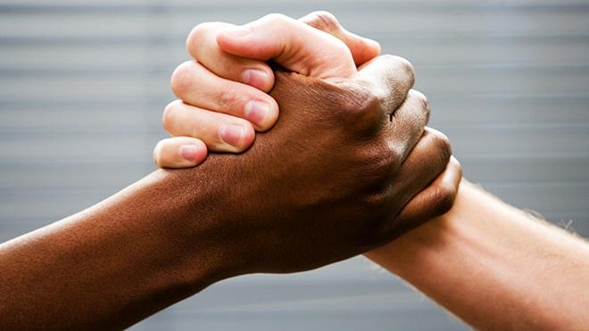 A raça, o novo amanhecer e a autenticação do ser